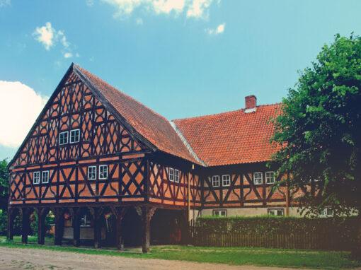 Podcieniowy_dom_we_wsi_Trutnowy-CMYK